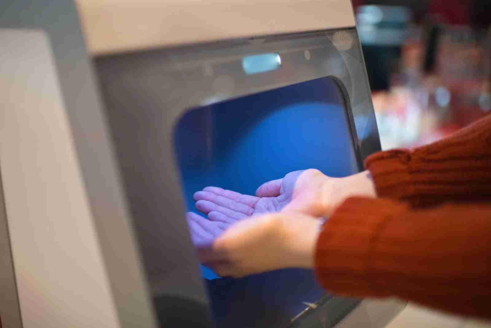 Airports are offering more sanitation options like automatic hand sanitzer dispensers. (Photo by ArtMarie/Getty Images)