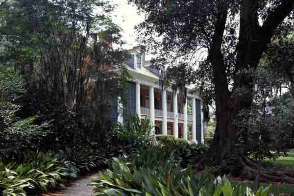 Shadows-on-the-Teche house and garden in New Iberia, Louisiana. (Photo by Carol M. Highsmith/Buyenlarge/Getty Images)