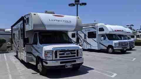 El Monte Coachman Leprechaun RV rental