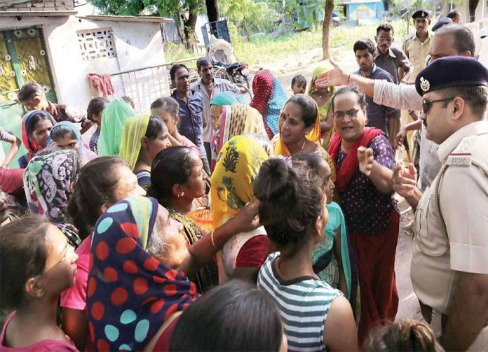 After the rape of 14 years old girl, violence against people of UP and Bihar took place in Gujarat