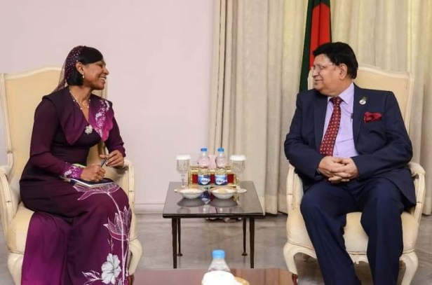 Departing H C of Maldives in Bangladesh made a farewell call on Bangladesh Foreign Minister . THE POLICY TIMES