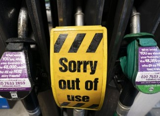 UK to deploy soldiers within days to help alleviate fuel shortages