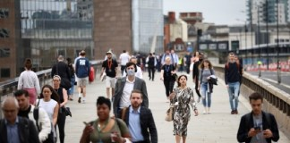 UK sees workers on payroll rise above pre-pandemic level