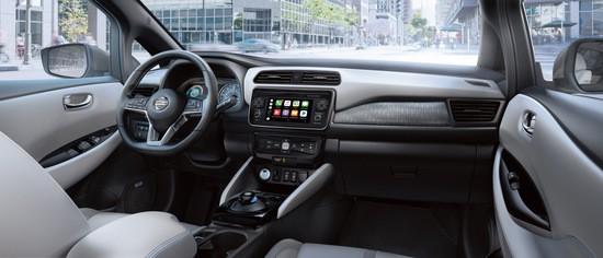2018-Nissan-LEAF-interior.jpg