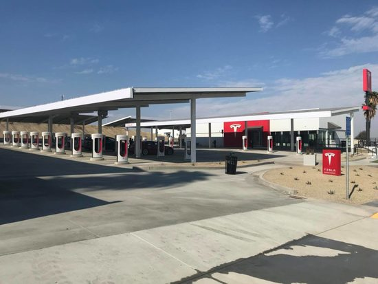 tesla-supercharger-kettleman-city-2.jpg