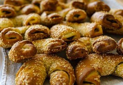 Sesame bread rolls