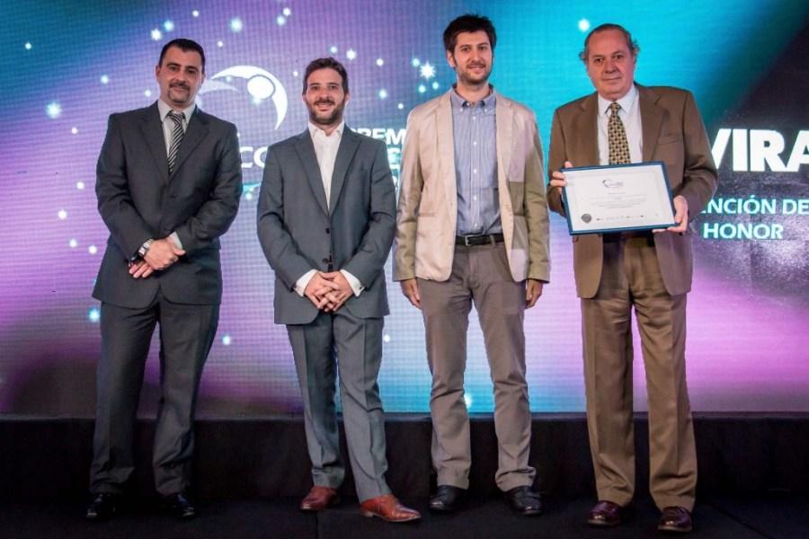 En nombre de AVIRA, Alejandro Massa, su Director Ejecutivo (1º a la derecha), recibe la Mención de Honor de los Premios Conciencia (2)