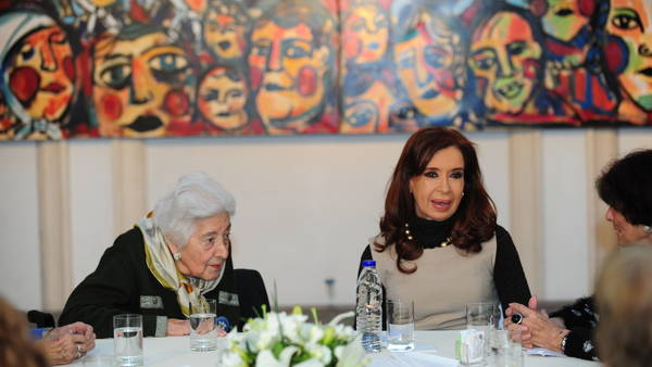 CFK-Madres-Abuelas-Patria-Quinteros_CLAIMA20160816_0385_28 (1)