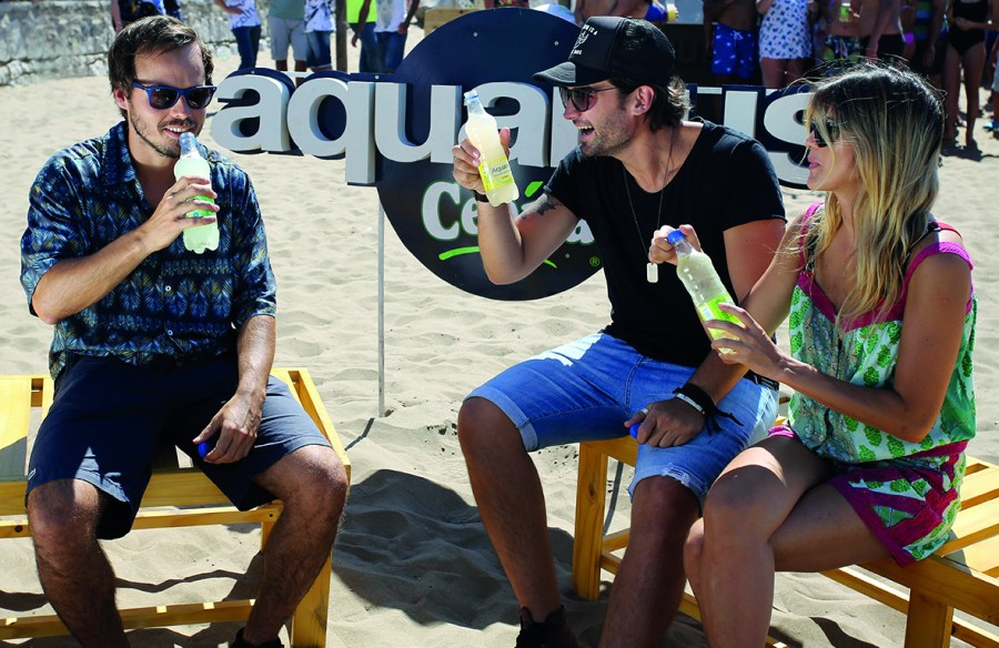 La actriz Mery Del Cerro junto a su marido el DJ Meme Bouquet y el actor Benjamín Rojas disfrutaron de la propuesta de la marca.