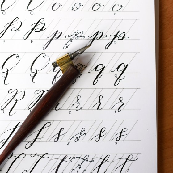 You kick off the course by learning how to create a whimsical, bouncy calligraphy style. Afterwards, you'll move on to a more traditional style.