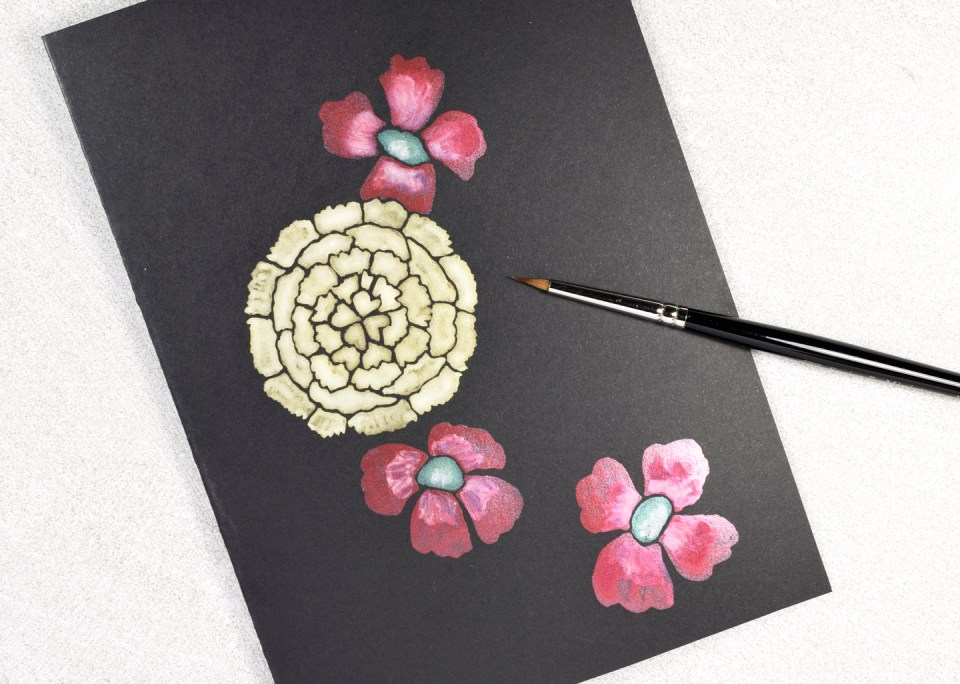 Using Finetec Watercolor to Paint Hibiscuses