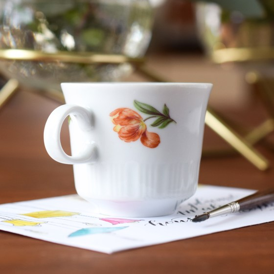 These dainty little cups feature a demure tulip design.