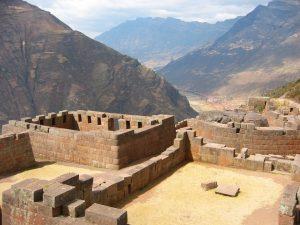 Sun_Temple_at_Pisac,_Peru