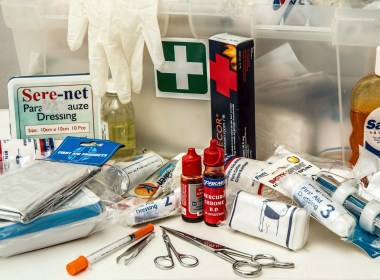 As a prepper, one of the most important things you can have on hand is an ultimate survival first aid kit. Although prepackaged kits are available in almost any pharmacy, relying on them will leave you ill-equipped if the SHTF.
