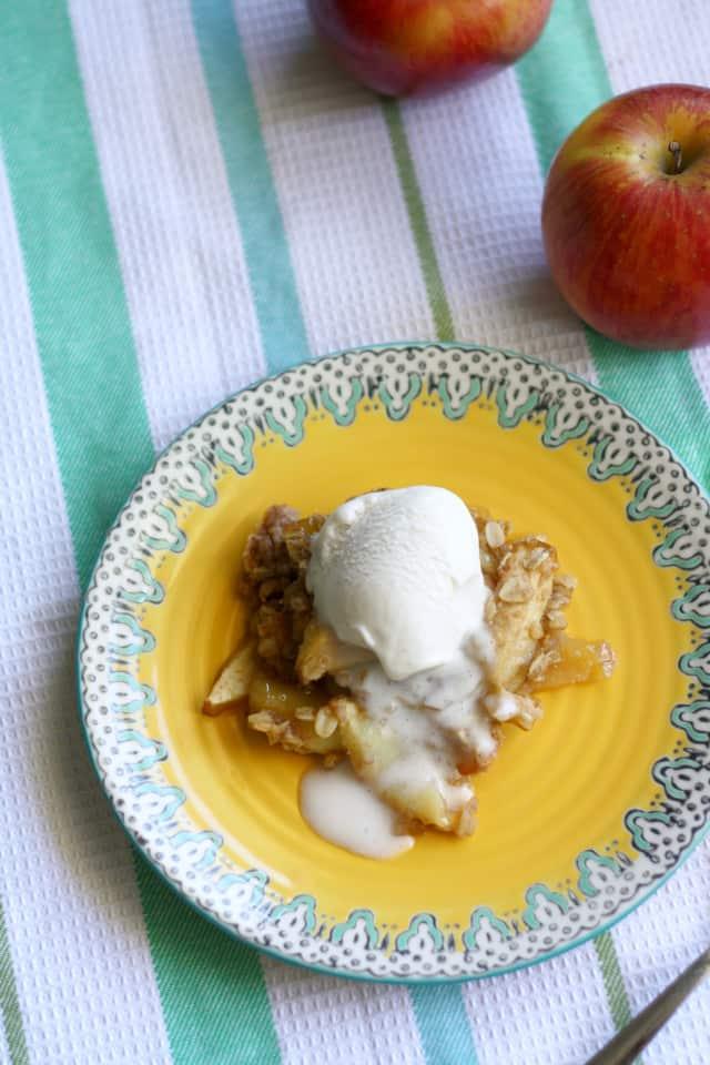 delicious apple crisp recipe that is vegan and gluten free