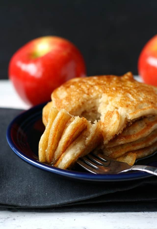 fluffy vegan apple cinnamon pancakes
