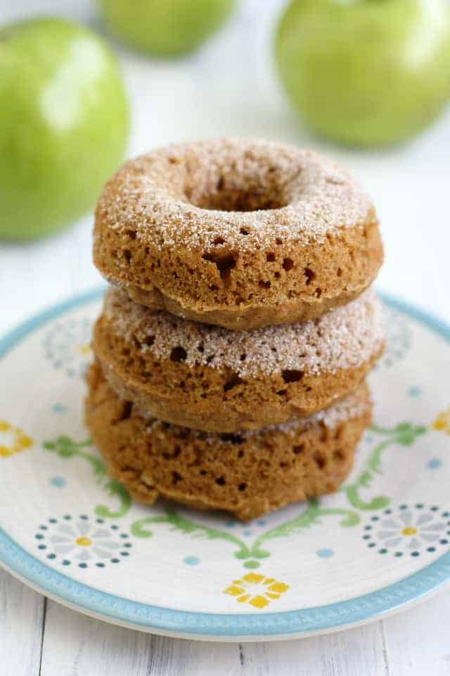 SUPER delicious baked cider mill style donuts made with applesauce. An easy and tasty autumn breakfast!