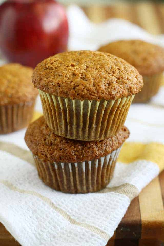 Vegan applesauce muffin recipe - easy and delicious, a perfect fall muffin!