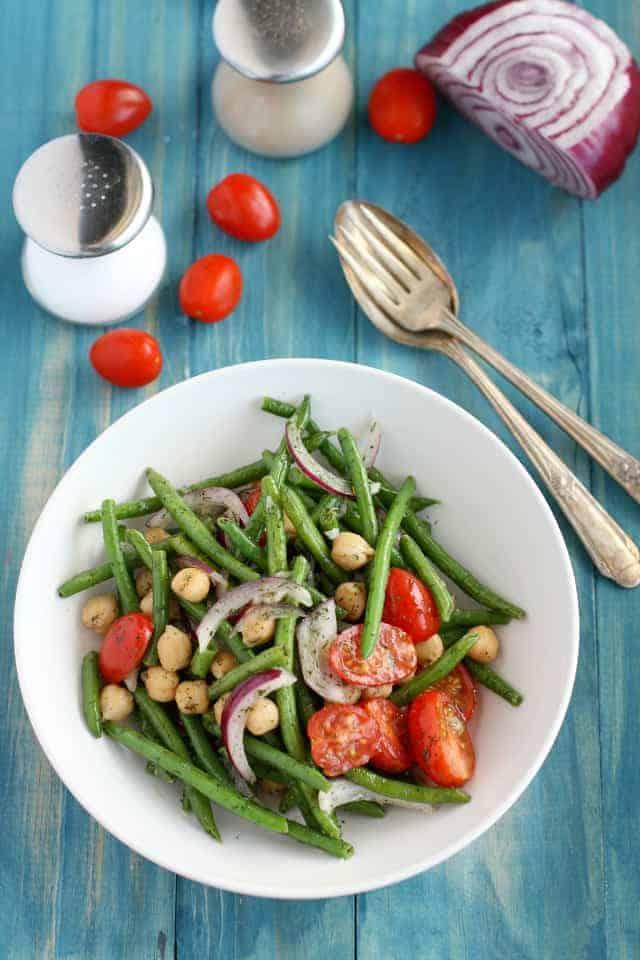 Light, fresh, and healthy garlic dill green bean salad. #vegan #glutenfree