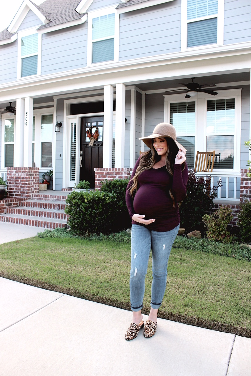 ceb4f18db2c85 How to Style Jeans During Pregnancy. October 12, 2018 ...