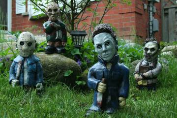 Zombie-Garden-Horror-Gnomes-The-Priceless-Guide