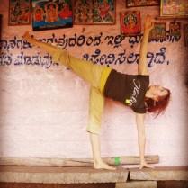 2016-01 Ardha Chandrasana in Mysore, India