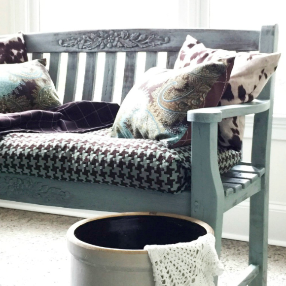 10 Pretty and Eclectic DIY Benches! Find the perfect bench for all of your benching needs!