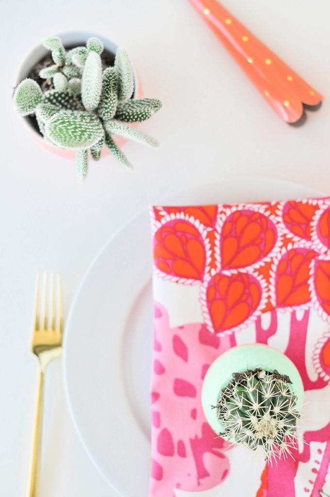DIY Pom Pom Dinner Napkins