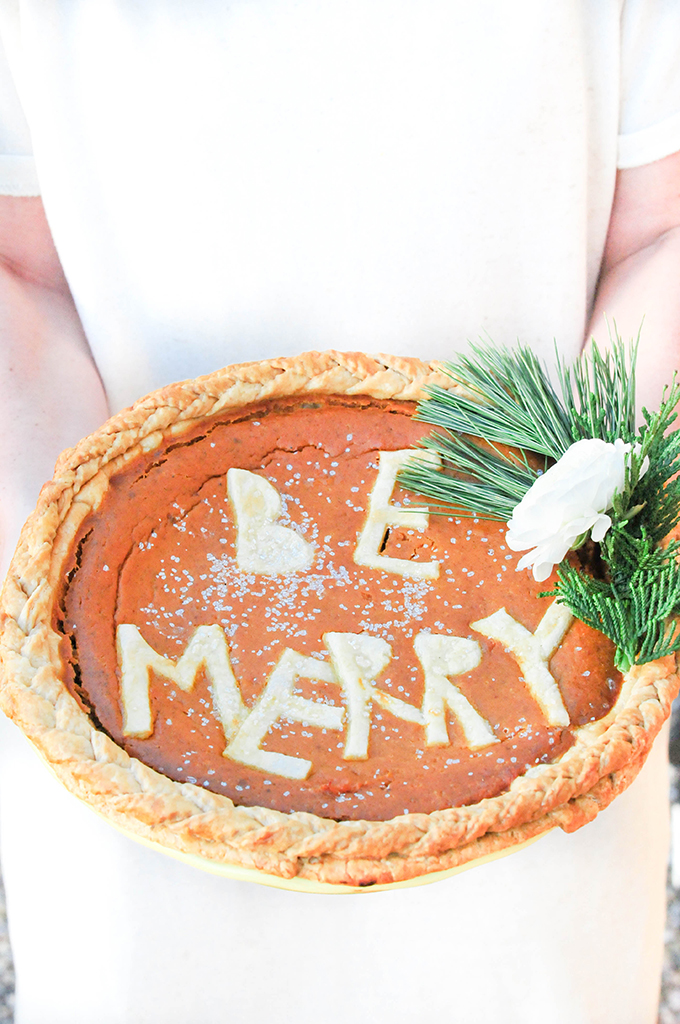 DIY Holiday Pie Crusts by @theproperblog