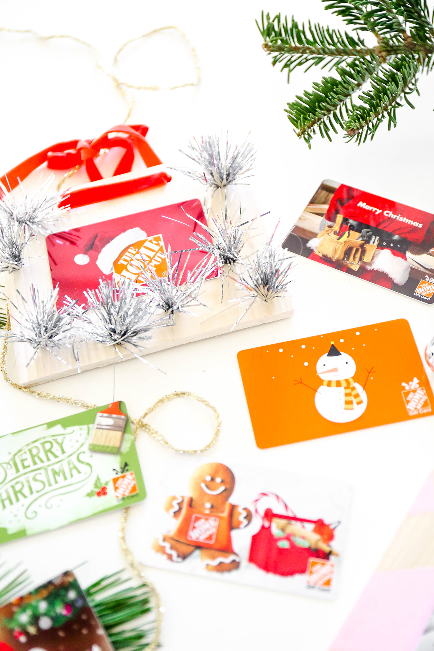 MissionMerry \\ DIY Gift Card Holders To Hang From The Tree