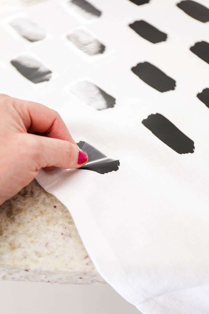 MakeIt \\ DIY Abstract Napkins with Simple Iron-On Patterns