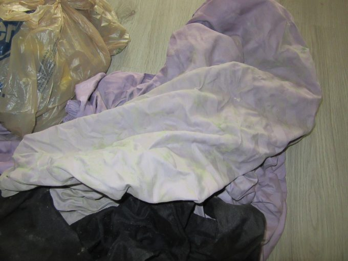 Mold on clothes and bed linen is possible to clean