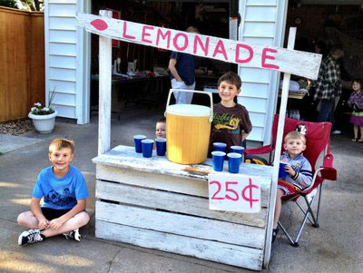 Yard-Sale-Lemonade-Stand