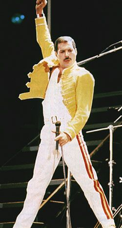 freddie-mercury-wembley-by-free-wallpapers-and-cool-wallpapers-1-copy