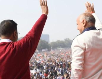 अरविंद केजरीवाल ने ली दिल्ली के सीएम पद की शपथ : रामलीला मैदान में उमड़ी भीड़