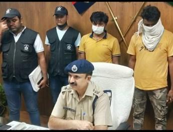 गाड़ियों से भरे ट्राला को गुजरात के बजाय ईटावा और हरिद्वार ले जाकर छिपाया, दो ड्राइवर गिरफ्तार, मारुति की 4 गाड़ियां बरामद