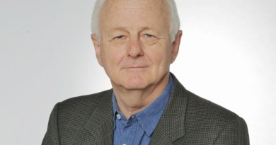 Associate professor Michael Edye
