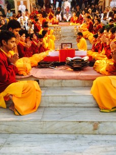 Young pandits host the evening aarti