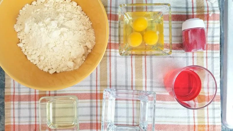 Strawberry cupcakes ingredients - cake mix, oil, eggs, water, flavorings