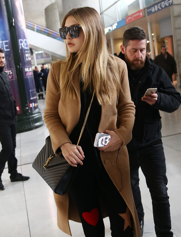 gigi-hadid-saint-laurent-monogramme-shoulder-bag