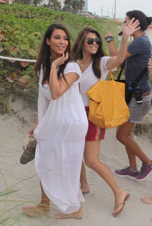 Kim-and-Kourtney-in-Miami-goyard-st-louis-tote