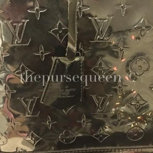 Replica Louis Vuitton Alma Vernis Key Clochette