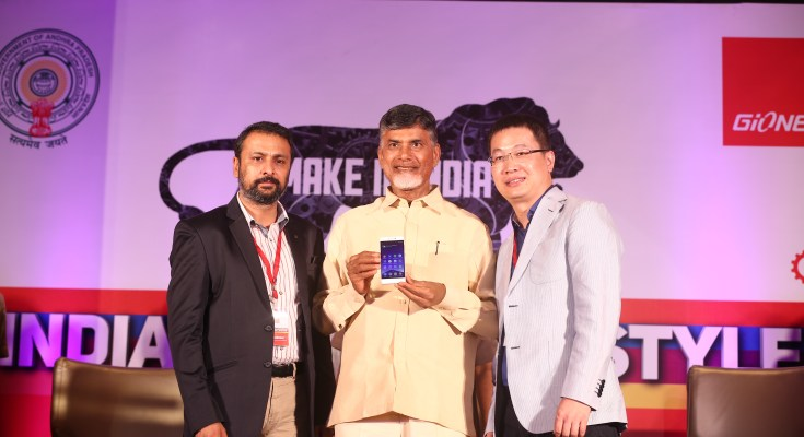 Mr. Arvind R. Vohra, Country CEO & MD, Gionee India, Shri N. Chandrababu Naidu, CM, Andhra Pradesh, Mr. William Lu, President, Gionee_Gionee announces first made in India smartphone_F103