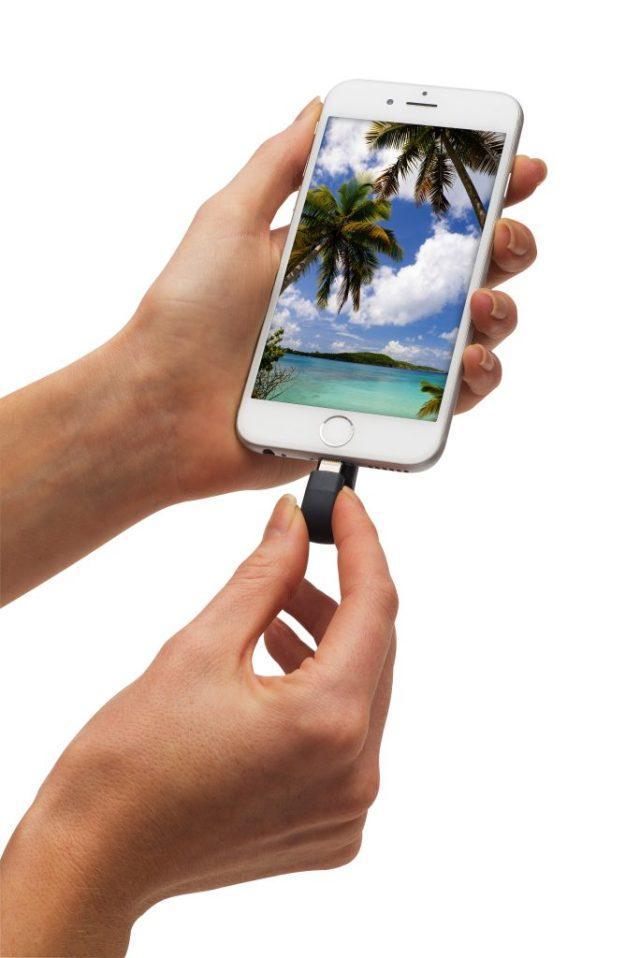Product: iXpand Flash Drive use-case image
