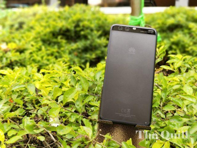 Huawei P10 Plus in the garden