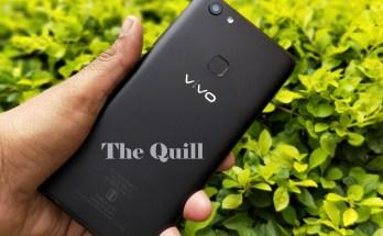 Vivo V7+ in hand