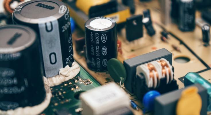 blur-capacitors-chip