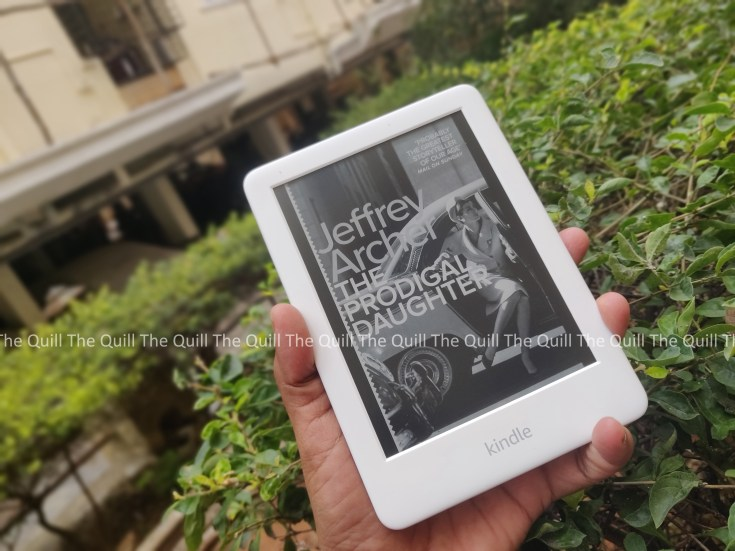 Amazon Kindle 2019 in hand