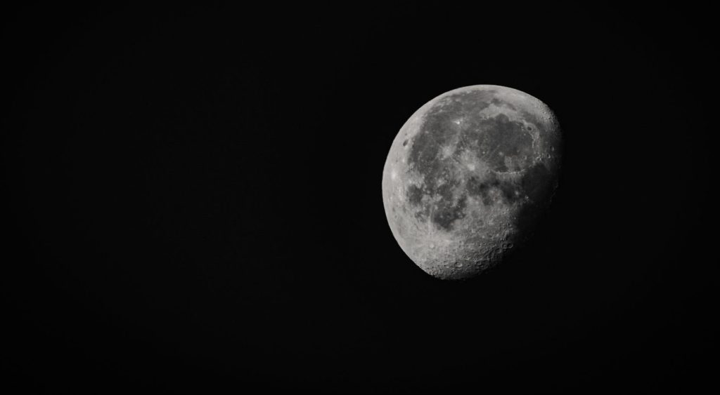 grayscale photo of moon