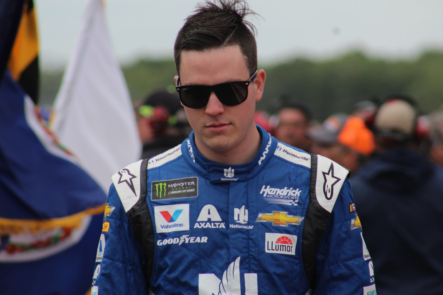 Alex Bowman walks during driver introductions for the 2018 Pocono 400. (Tyler Head   The Racing Experts)
